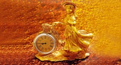 luxury decoration antique Gold 24K style little girl sculpture table clock