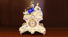 Lovers decorative electronic table clock